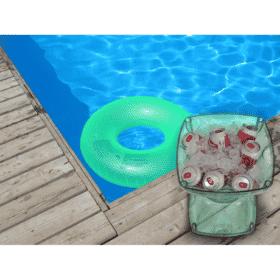 Mesa-banqueta multiuso na piscina