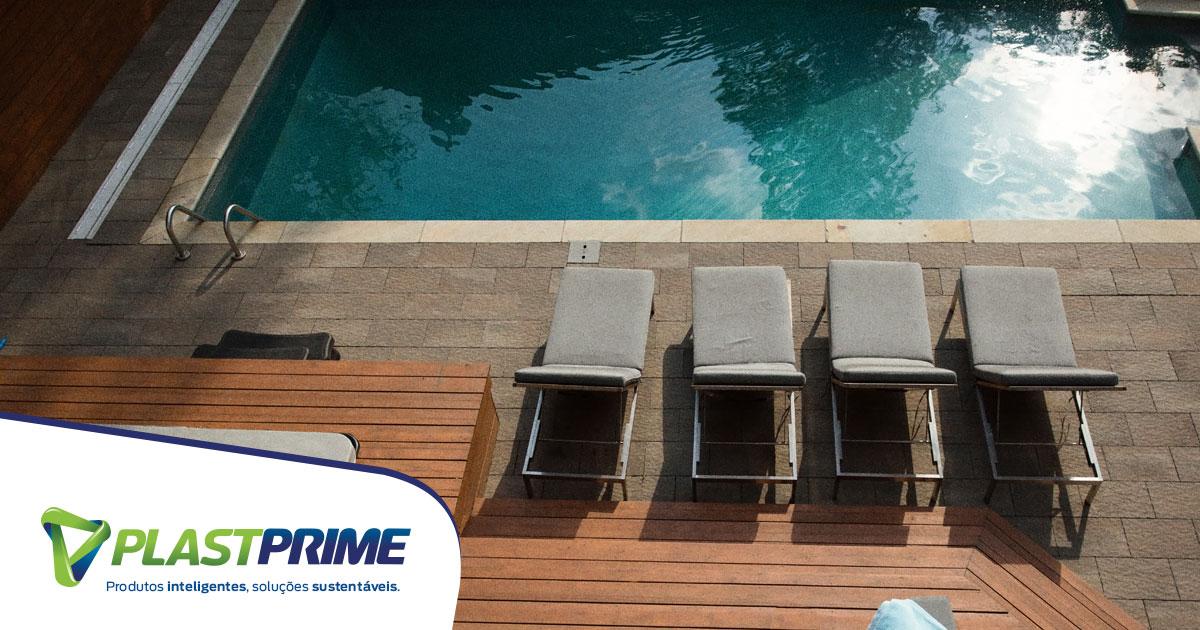 Deck em volta da piscina